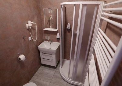 Pohled na koupelnu v pensionu