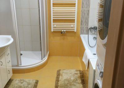 podlaha v oranžové koupelny